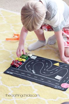 Fun and Simple Toy Car Play Mat #kids #crafts