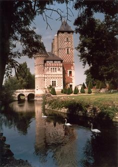 A french chateaux fit for royalty as your venue? We are sold {Chateau des Réaux}