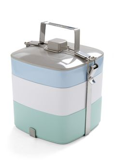 I love these stackable lunchboxes.
