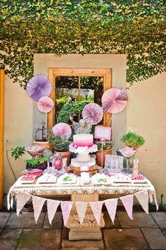 Una preciosa mesa de dulces para una fiesta primavera / A lovely spring party table