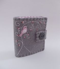 needle case w/ pink bird