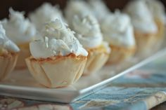 Mini Coconut Cream Pies - www.countrycleaver.com 2 cake, cream pies, coconuts, mini coconut, food, cooki, yum, minis, coconut cream