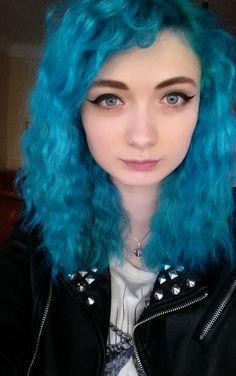 90s inspired blue hair