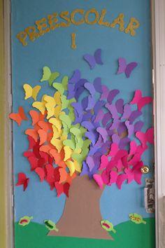 Puertas on pinterest picasa christmas door and navidad for Decoracion para puertas de salon de clases