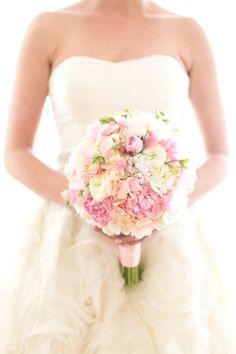 Beautiful round spring bouquet #weddingbouquet #bouquet