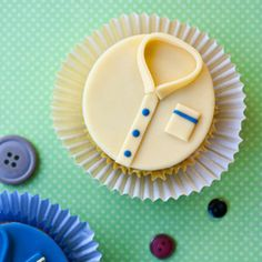 Celebrate Father's Day with these adorable shirt cupcakes! Tutorial included…
