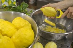 The lemons, harvested in the early morning, reach the production facility in via San Cesareo where they are peeled only by hand and within two hours of their having been picked. This is in order to preserve the organoleptic characteristics that are at the heart of producing a higher quality product which effectively preserves the original aroma of freshly picked lemons.