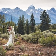 Gorgeous Jackson Hole wedding with rustic antlers and wooden details.