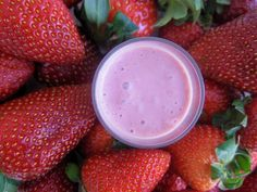 Raw Vegan Strawberry and Cream Smoothie