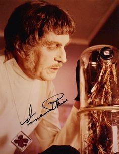 Vincent Price en una foto autografiada de El Abominable Dr. Phibes (The Abominable Dr. Phibes, 1971)