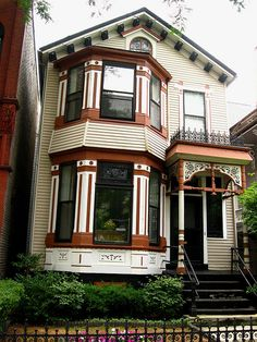 Pretty painted Victorian house in the Old Town neighborhood of Chicago.