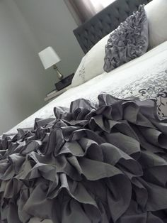 Volantes bed covers, dream, gray bedroom, ruffl throw