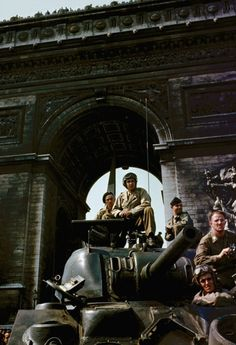 U.S.tanks under the Arc de Triomphe in Paris during liberation celebrations, August1944.
