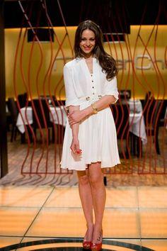 Eva González - Blog 'Las Tentaciones de Eva' 2012/2013 http://las-tentaciones-de-eva.blogs.elle.es/2013/06/04/las-risas-de-masterchef/ vestido de Pedro del Hierro, zapatos de Fosco y brazalete de Aristocrazy.