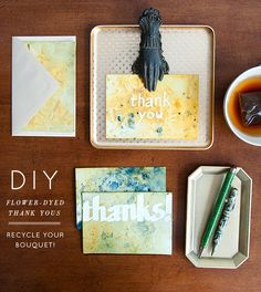 DIY -- use flowers to hand-dye paper #dyeing #diy #thankyou #notes
