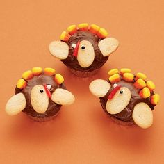 Adorable turkey cupcakes. Perfect for Thanksgiving. Recipe from spoonful.com.