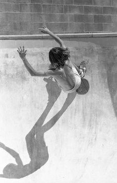 Cool Skateboarding Photographs in the 1970's #oldskool #dogtown #vert #blackandwhite #cool #retro