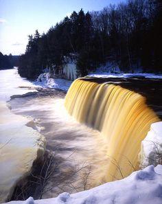 ✯ Tahquamenon Falls