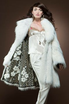 Reversible Shadow Fox Fur Coat to Leather with Mink Trim and Swarovski Studs 9.950€