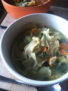 crockpot chicken noodle and kale soup