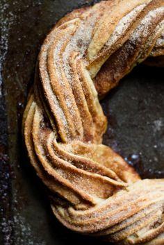 Un kringle es un pastel escandinavo, es una variedad nórdica del pretzel. La palabra proviene del nórdico antiguo kringla, que significa 'anillo' o 'círculo', pueden estar hechos de hojaldre o de masa de levadura, relleno con remonce o con mazapán y pasas de uvas.