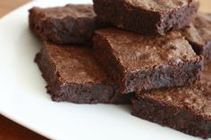 Vegan Brownies with Spinach:  1/2 cup organic whole-wheat pastry flour  1/2 cup almond flour   1 cup applesauce/dates  1/2 cup unsweetened cocoa powder   1/2 teaspoon baking powder   1/2 teaspoon salt   1/2 cup  (coffee)   1/2 cup extra-virgin olive oil  1 teaspoon pure vanilla extract   2 cups raw spinach   1/4 cup crushed dark chocolate