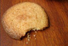 Galletitas de coco. Esta receta de galletitas de coco, te saca de cualquier apuro, en 20 minutos están prontas y las puedes conservar en una linda lata o llevar a la oficina para esos momentos en que nos vienen las ganas del café con algo dulce!