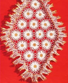 Vintage Crocheted Doily / Centerpiece Pattern: Daisy Flowers with ruffled edges
