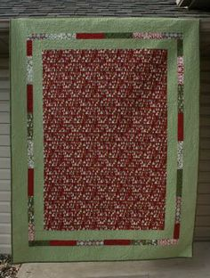 Use your strip quilting skills and this @ModaFabrics tutorial to make a festive Figgy Pudding Quilt.