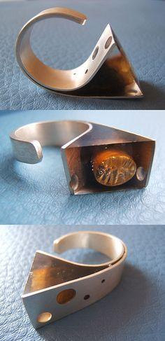 anillo caracol de plata con resina y cochayuyo by Vania Ruiz, Casa Kiro Joyas
