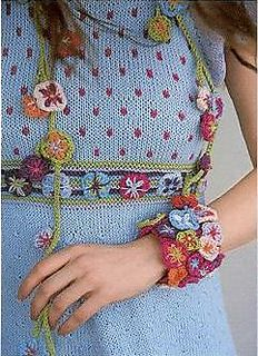 Sommerdesign_armband ravelry libraries, crochet flower, free pattern, folk, crocheted flowers, knitting, cuffs, free ravelri, cuff bracelets