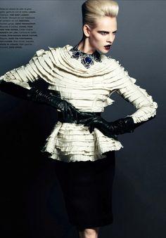 Numero | Editorial # 138 Novembro 2012 | Ginta Lapina por Santiago  Mauricio