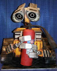 Wall-E...CAKE! (pretty awesome cake)