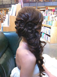 Yet another side updo. I must really like this style. Hair extensions it is! LOL