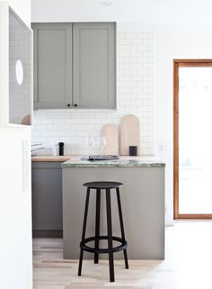 Grey counters and greenish marble//