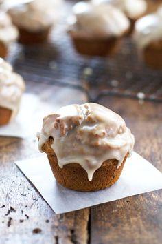 Healthy Maple Glazed Pumpkin Muffins by pinchofyum: Whole grain, less sugar and oil, 270 calories. #Muffin #Pumpkin #Healthy