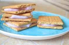 I used to do these all the time for my kids when they were little. Easy Frozen Yogurt Sandwiches: flavored yogurt and graham crackers... YUM!