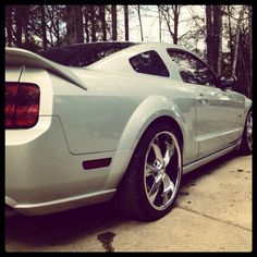 2007 Mustang GT...my future car<3