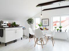 Cosy and fresh attic home - via cocolapinedesign.com