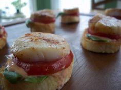Snackers Delight: Tomato Basil Sea Scallop Croustini with Sriracha Chili Sauce