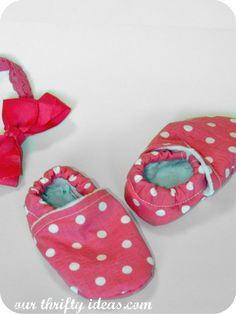DIY Baby Shoes with Dots-Cute DIY Baby Shoes Pattern Ideas