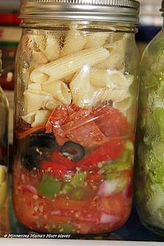 Mason Jar Salads With Recipes & Packing Order. Last a week in the fridge, make sunday night and have them for the whole week.