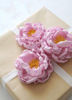 DIY Fabric Peony Flower Gift Toppers @Ez Pudewa