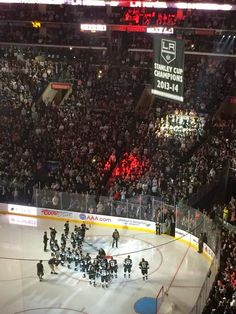 Dodgers Blue Heaven: Kings Hockey is Back - The Raising of the Banner