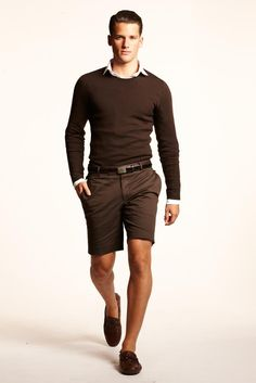 A safe, monochromatic brown look.  The sweater and shorts are a classic fit, the accessories are simple.  This works.