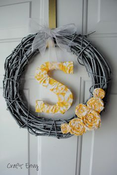 Craft Envy: Simple Initial Wreath, spray it!