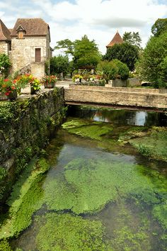 e village de Creysse dans le Lot, France (by Dubus Laurent).