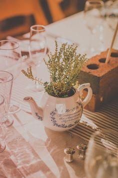 tea pots as vases, brilliant!