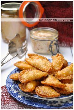 Mini empanadillas caseras de bonito del norte  •125gr. de harina de trigo, común (la que usáis para cocinar)  •20 ml. aceite de oliva virgen extra  •1/2 cucharilla (de café) de sal  •65 ml. de agua