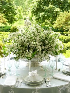 Spring Tablescape - Carolyne Roehm wedding tables, floral centerpieces, table settings, white flowers, spring weddings, green, carolyn roehm, garden parties, floral arrangements